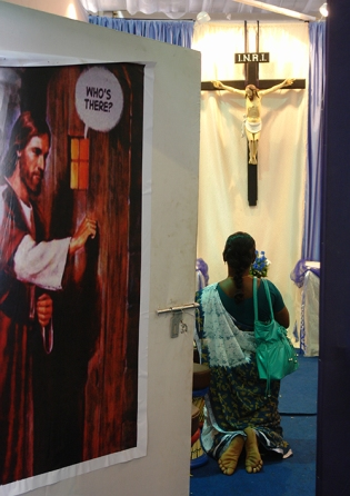 DSC00104 Old Goa - exposition of the sacred relics of St. Francis Xavier - blog size