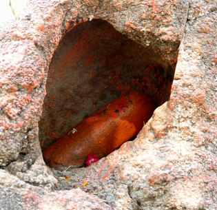 Lingam in rock, Orchha, Madhya Pradesh, India 2007